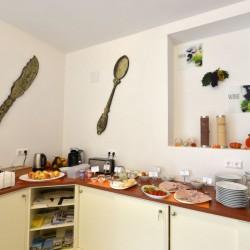 Heller, freundlicher Frühstücksraum - Gästehaus Rabl